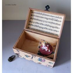 Carillon portagioie a bauletto con giocattolo girevole: bambina su triciclo. Carillon artigianale per neonati e bambini. Idea re