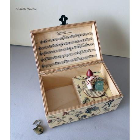 Carillon portagioie a bauletto con Pinocchio girevole. Carillon artigianale per neonati e bambini. Idea regalo per nascite, batt
