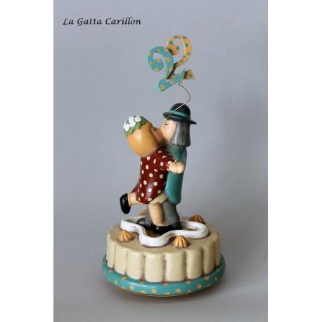 carillon innamorati, regalo per anniversario personalizzabile con torta