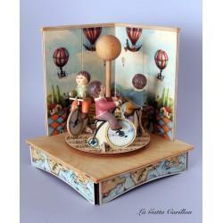 carillon giostra bimbi e bicilette, per bambini e adulti, regalo battesimo o nascita. Da collezione.