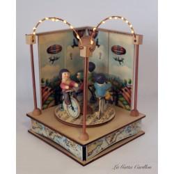 carillon giostra bimbi e bicilette luminoso, per bambini e adulti, regalo battesimo o nascita. Da collezione.