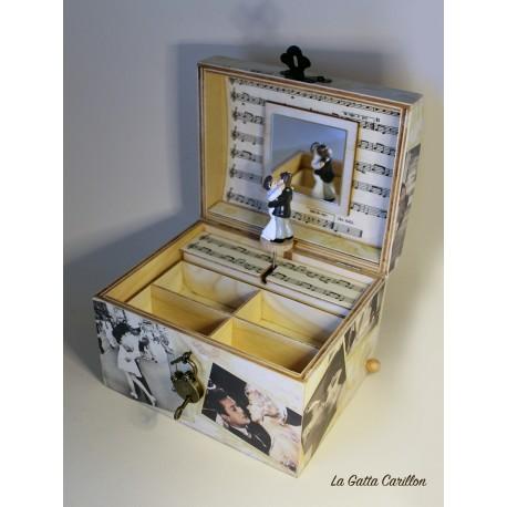 carillon in legno portagioie con innamorati sposi, regalo per chi ama la danza e il balletto. personalizzabile.